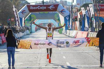 Rhonex Kipruto breaks the world 10km record in Valencia (Organisers)