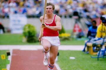 Sergey Bubka in action in the pole vault (Getty Images)