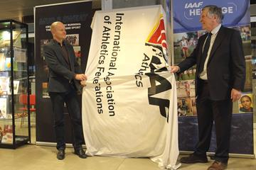 Jakob Larsen, DAF General Secretary and Robin Brooke-Smith, Archivist of Shrewsbury School, unveil a cabinet at the opening ceremony of the IAAF Heritage XC Display in Aarhus (LOC)