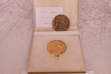 Kenyan Julius Sang's gold medal from the 4x400m relay from the 1972 Olympic Games (Erick Baraza)