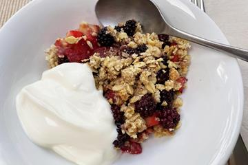 Mara's blackberry and apple crumble (Mara Yamauchi)