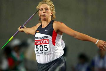 Christina Obergföll of Germany set to release the spear in the final (Getty Images)