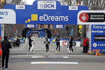 Florence Kiplagat wins the Barcelona Half Marathon (Organisers)
