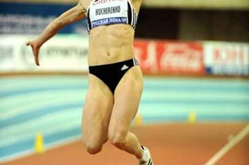 Olga Kucherenko jumps at the 2009 Russian Winter meeting (Jiro Mochizuki (Agence Shot))