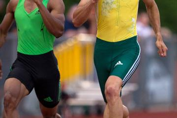 Jeremy Wariner (r) outdashes Renny Quow in Waco (Errol Anderson)