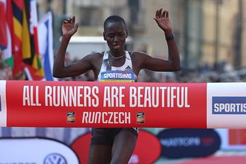 Caroline Chepkoech Kipkirui winning the Prague Half Marathon (Giancarlo Colombo/organisers)