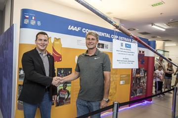 Jan Zelezny (r) shakes hands with Valter Bocek, CEO of the IAAF Continental Cup Ostrava 2018 - with Zelezny's world record javelin displayed infront ()