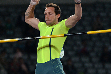 Renaud Lavillenie in the pole vault at the IAAF Diamond League meeting in Shanghai (AFP / Getty Images)