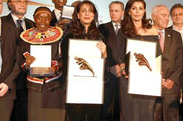 Nawal El Moutawakel (center left) and May El Khalil (center right), joint winners of the inaugural AIPS Power of Sport Award (Giancarlo Colombo)
