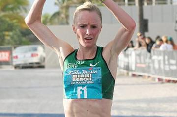 Shalane Flanagan wins the 2011 Dodge Latin Music Miami Beach Half Marathon  (PhotoRun.net for Competitor Group)