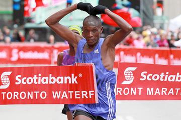 Ishimael Bushendich Chemtan wins the Toronto Waterfront Marathon (Organisers / Victah Sailer)