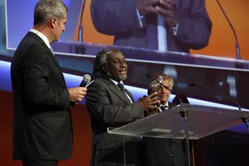 Ernest Obeng accepts the IOC Grand Prize at the Golden Podium Awards (Sportel)