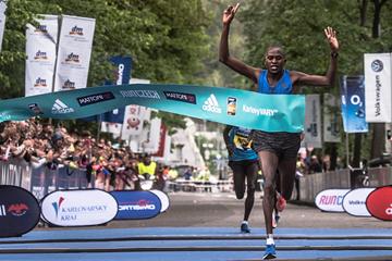 Wilfred Kimitei wins the Karlovy Vary Half Marathon (RunCzech)