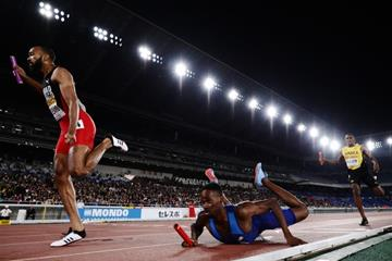 Machel Cedenio overtakes Paul Dedewo to win the men's 4x400m at the IAAF World Relays Yokohama 2019 (Getty Images)