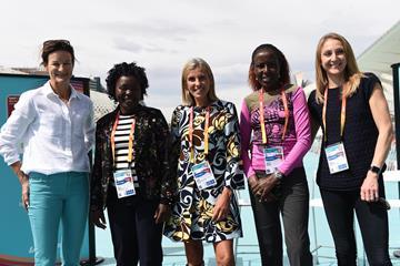Sonia O'Sullivan, Tegla Loroupe, Elana Meyer, Lornah Kiplagat and Paula Radcliffe in Valencia (Jiro Mochizuki)