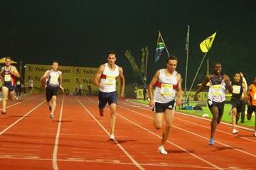 Louis van Zyl en route to a 400m PB in Tshwane (Mark Ouma)