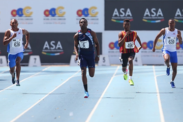 Clarence Munyai in the 200m at the South African Championships (Roger Sedres)