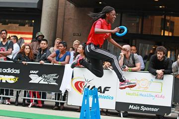 hurdling at the IAAF / Nestlé Kids' Athletics event in New York, June 2014 (Victah Sailer / IAAF)