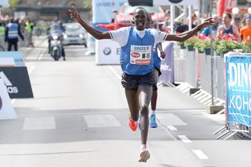 Albert Korir wins the Vienna City Marathon (Victah Sailer / organisers)