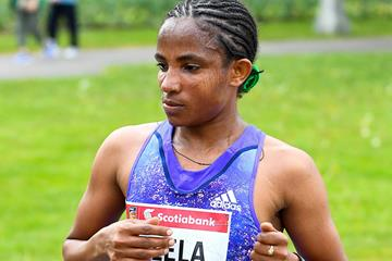 Koren Jelala en route to her victory at the 2016 Ottawa Marathon (Bruce Wodder)