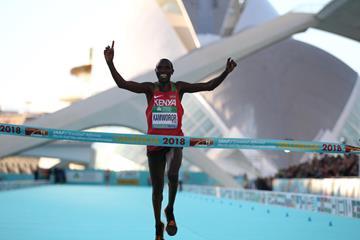 Geoffrey Kamworor takes his third world half marathon title in Valencia (Jean-Pierre Durand)