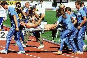 Alberto Juantorena leaves the track at the 1983 World Championships (Getty Images)
