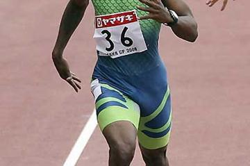 Bershawn Jackson winning the men's 400m Hurdles in a time of 47.60 - OSAKA (Getty Images)