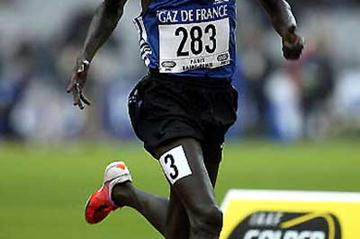 2004 Olympic Steeplechase champion Ezekiel Kemboi of Kenya - running in 2002 Golden League, Paris-St.Denis (Getty Images)