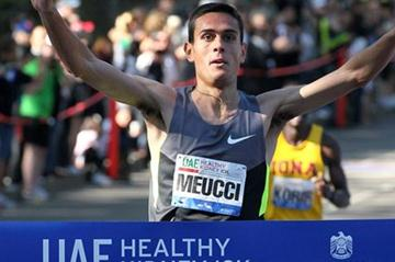 Daniele Meucci wins the 2012 UAE Healthy Kidney 2012 (Victah Sailer)