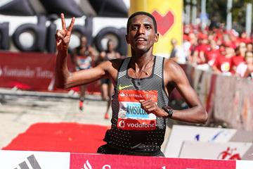 Nguse Amlosom winning the Rock 'n' Roll Half Marathon Santander Totta RTP (Kevin Morris@photorun for organisers)