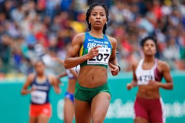 Vitoria Cristina Rosa taking the South American 200m title in Lima (Oscar Muñoz Badilla)