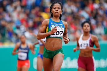Vitoria Cristina Rosa taking the South American 200m title in Lima (Oscar Muñoz Badilla)