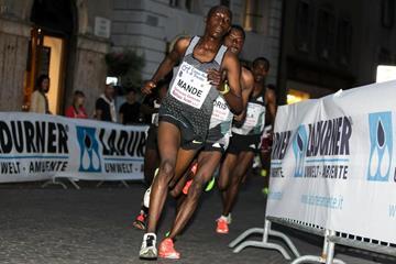 Abdallah Mande leading Muktar Edris at the 2016 Giro Al Sas in Trento (Organisers)