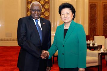 Chinese Vice-Premier Liu Yandong meets IAAF President Lamine Diack (IAAF)