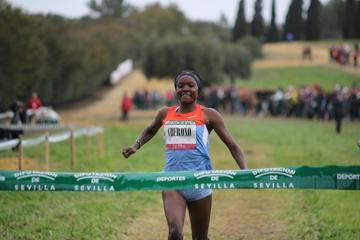 Kenya's Mercy Cherono winning at the 2013 'Cross Internacional de Itálica' in Santiponce (Sevilla) (Alfambra Fundacion ANOC)
