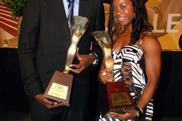 Usain Bolt and Shelly-Ann Fraser pose with their Jamaica Track & Field 2009 Athletes of the Year Awards (Trackalerts.com)