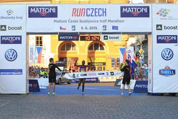 Abraham Cheroben wins at the 2015 Ceske Budejovice Half Marathon (organisers)
