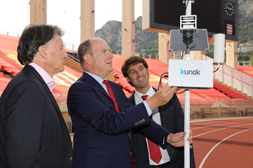 HSH Prince Albert II switches on the air quality monitoring device (Philippe Fitte)