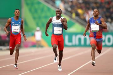 Pan-American Games 200m champion Alex Quinonez (r) leads Yancarlos Martinez (l) and Alonso Edward (c) (Getty Images)