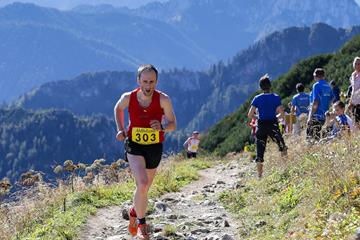Two-time winner David Schneider on the Hochfellnberglauf course in 2015 (organisers)
