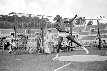 Rafer Johnson in action at the 1960 Olympic Games (Getty / Hulton)