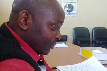 Themba Makhanya ()
