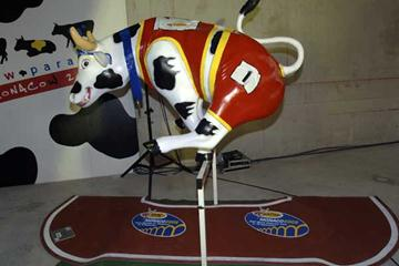 Champion Cow at the Cow Parade (IAAF)