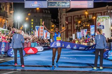 Joyciline Jepkosgei breaks the world 10km record in Prague (Organisers)