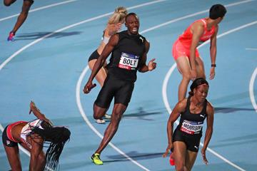Usain Bolt prepares to hand off to Natasha Morrison at the second Nitro meeting in Melbourne (Getty Images)