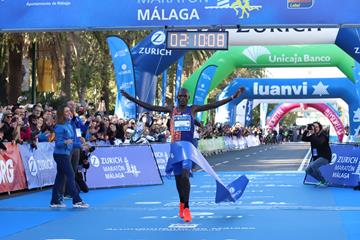 Martin Cheruiyot breaks the race record at the Malaga Marathon (Organisers)