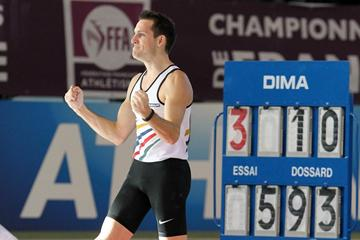 Renaud Lavillenie after clearing 5.93m at the 2013 French indoor championships (Jean-Pierre Durand)