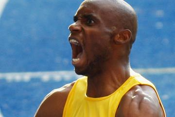 Mbulaeni Mulaudzi of South Africa celebrates winning the world 800m title (Getty Images)