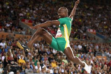 Luvo Manyonga leaps to a Commonwealth Games record (Getty Images)