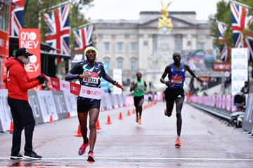 Shura Kitata wins the London Marathon (Getty Images)